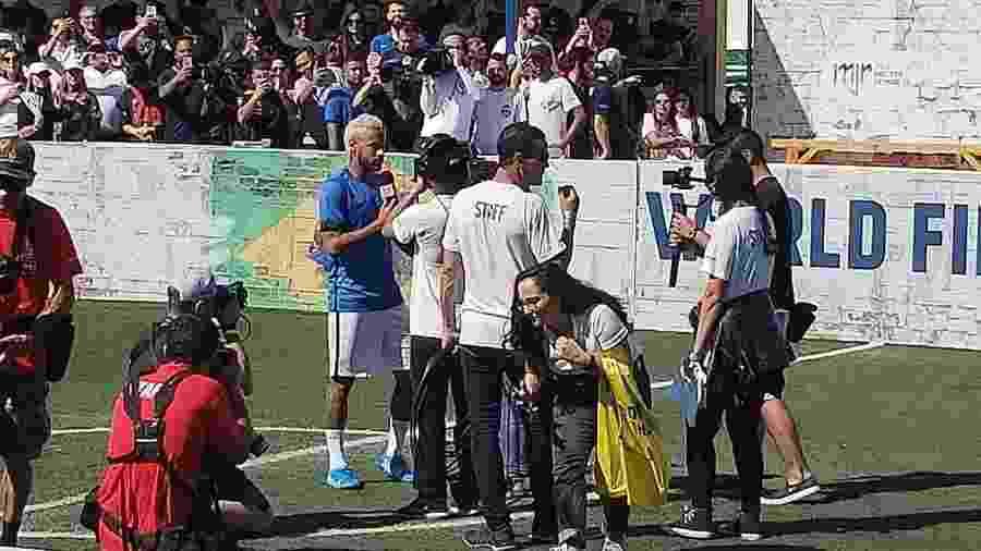 Neymar durante evento em instituto que leva seu nome - Luiza Oliveira