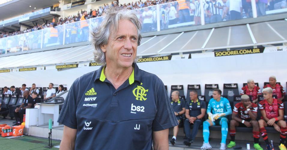 Jorge Jesus acompanha jogo entre Santos e Flamengo na Vila Belmiro