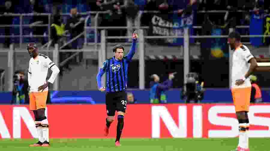 Hans Hateboer comemora seu gol pelo Atalanta en partida contra Valencia pela Liga dos Campeões - REUTERS/Daniele Mascolo