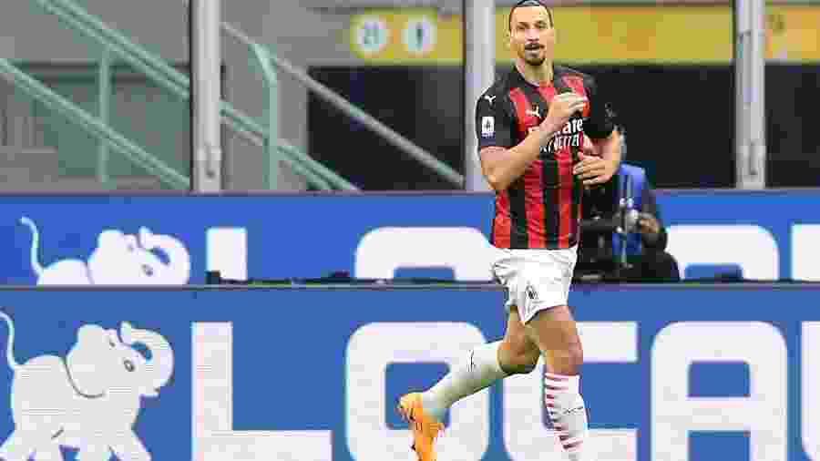 Ibrahimovic comemora gol do Milan contra a Inter de Milão - Daniele Mascolo/Reuters