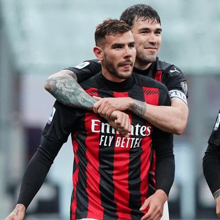 Theo Hernandez, à frente, marcou o segundo gol da vitória do Milan sobre o Benevento - Reprodução/Instagram