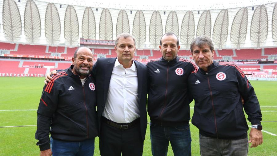 Paulo Paixão (à esq.) ao lado do treinador Diego Aguirre, na apresentação da nova comissão técnica do Inter - Crédito: Ricardo Duarte