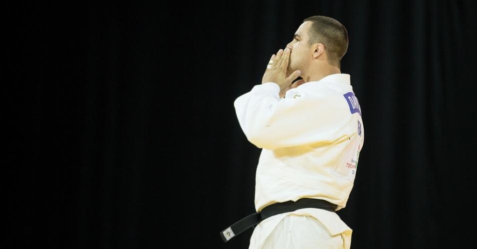 David Moura levou o ouro no judô e comemorou a vitória na final com beijos para o público