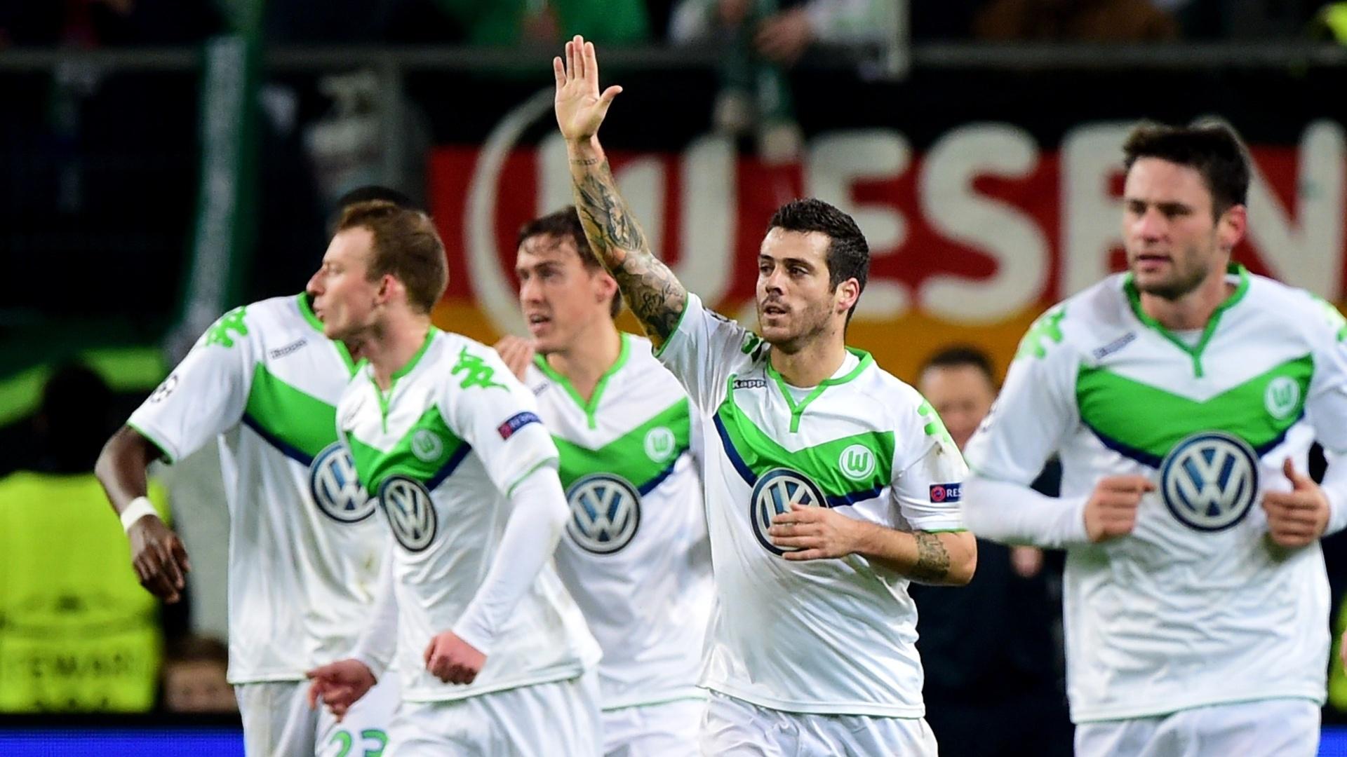 Vierinha comemora gol contra o Manchester United, em vitória do Wolfsburg por 3 a 2