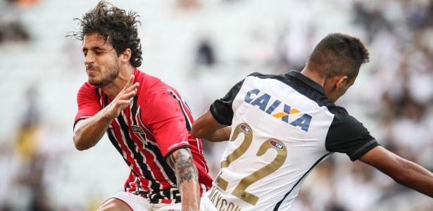 Hudson ficou entre os reservas no treinamento do São Paulo desta quarta (23)