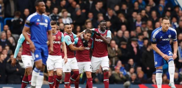 Manuel Lanzini comemora gol do West Ham em jogo contra o Chelsea