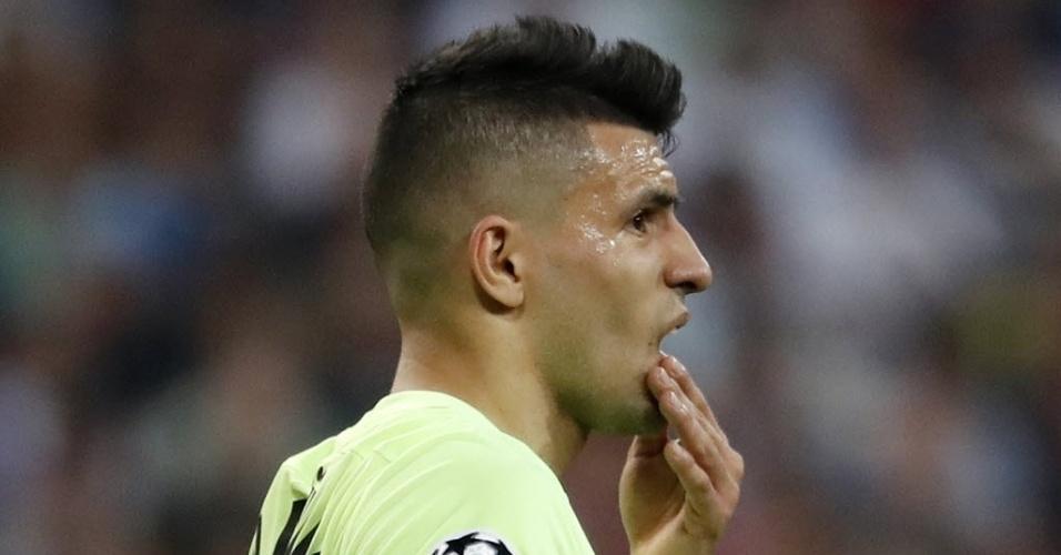 Agüero se lamenta durante jogo do Manchester City contra o Real Madrid