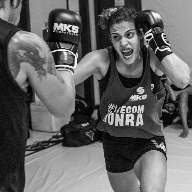 Poliana Botelho treina na academia Nova União