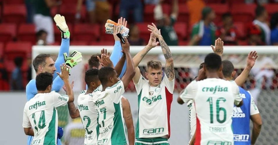 Jogadores palmeirenses comemoram vitória sobre o Flamengo