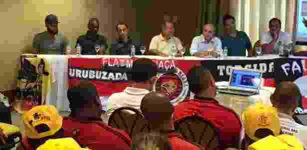 Evento com torcidas organizadas do Flamengo - diretoria e jogadores presentes - Pedro Ivo Almeida/UOL - Pedro Ivo Almeida/UOL