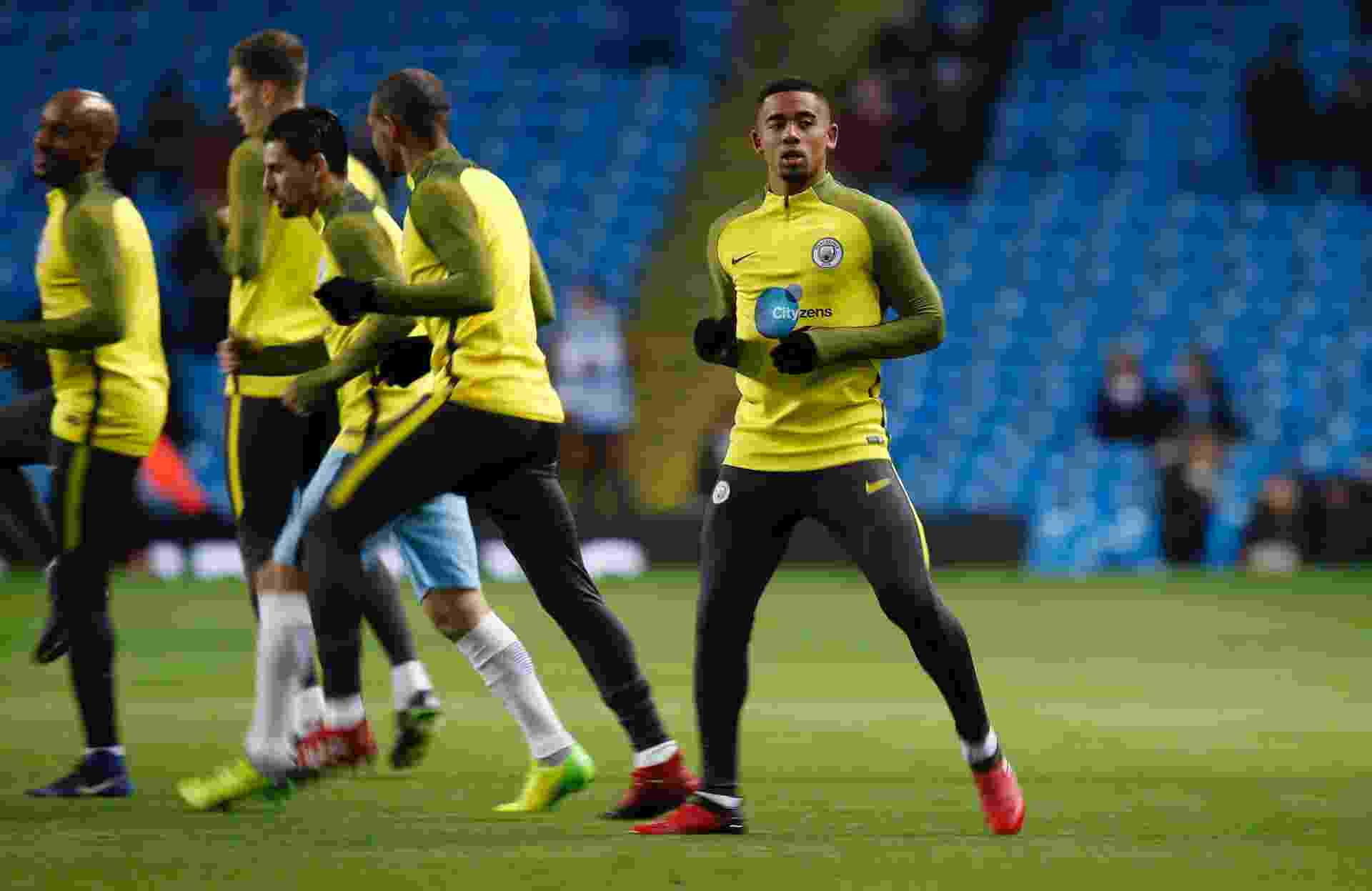 Gabriel Jesus se aquece antes da partida entre Manchester City e Tottenham, pela Premier League - Reuters / Andrew Yates