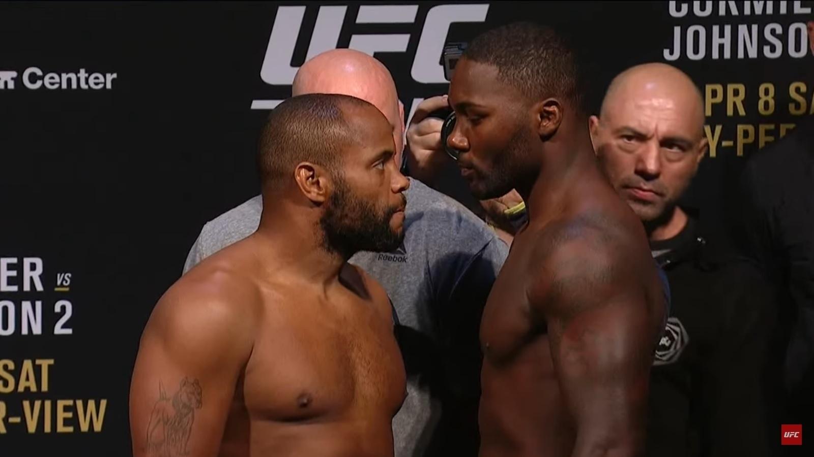Daniel Cormier e Anthony Johnson se encaram na pesagem do UFC 210