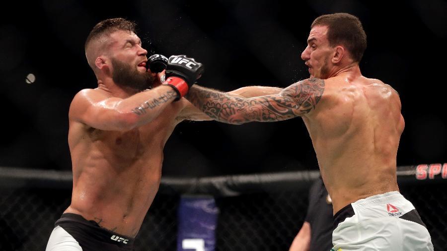 Renato Moicano (direita) durante luta contra Jeremy Stephens - Jamie Squire/Getty Images