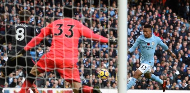 Gabriel Jesus em ação na vitória do Manchester City sobre o Arsenal