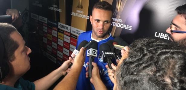 Luan concede entrevista coletiva após empate do Grêmio na Libertadores