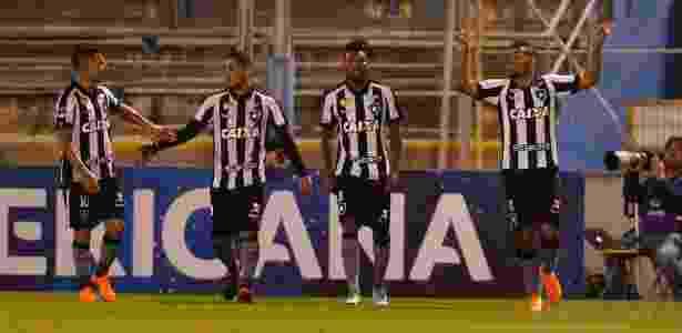ced21447f3 Botafogo vira sobre time de Loco Abreu e jogará pelo empate em casa ...