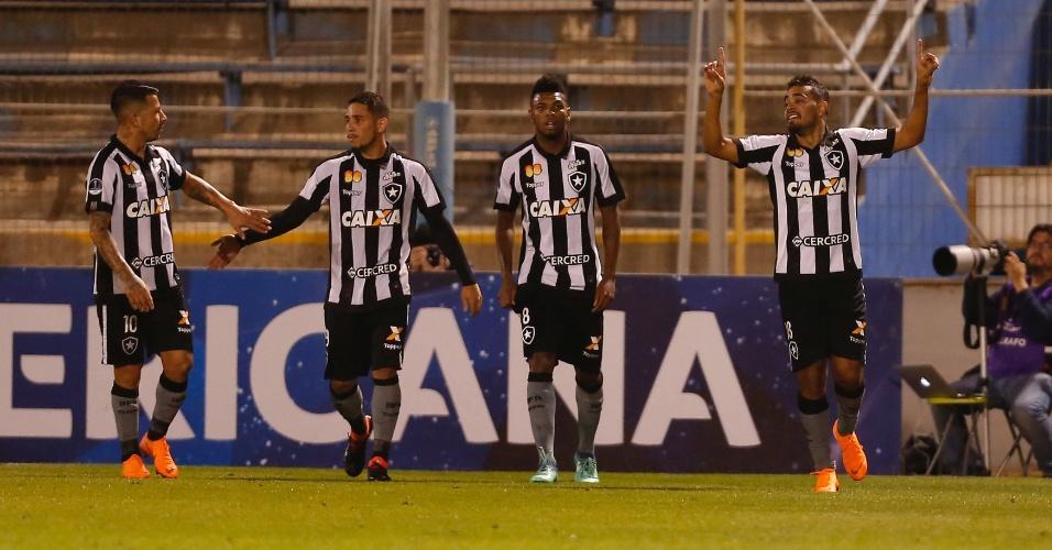 Jogadores do Botafogo comemoram gol de Brenner diante do Audax Italiano