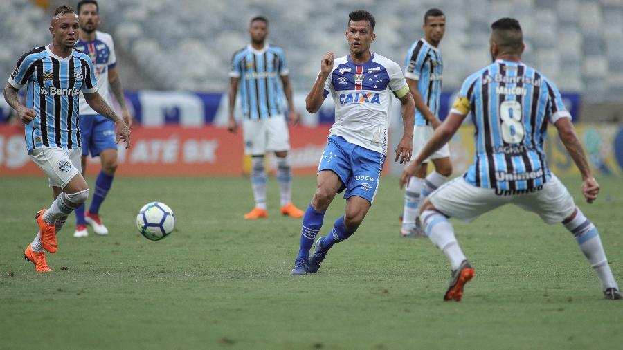 Henrique, do Cruzeiro, teve alta hospitalar nesta segunda-feira após acidente de carro - Pedro Vale/AGIF