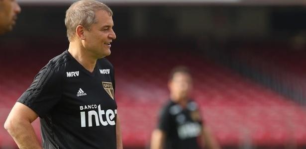 O técnico Diego Aguirre durante treino do São Paulo
