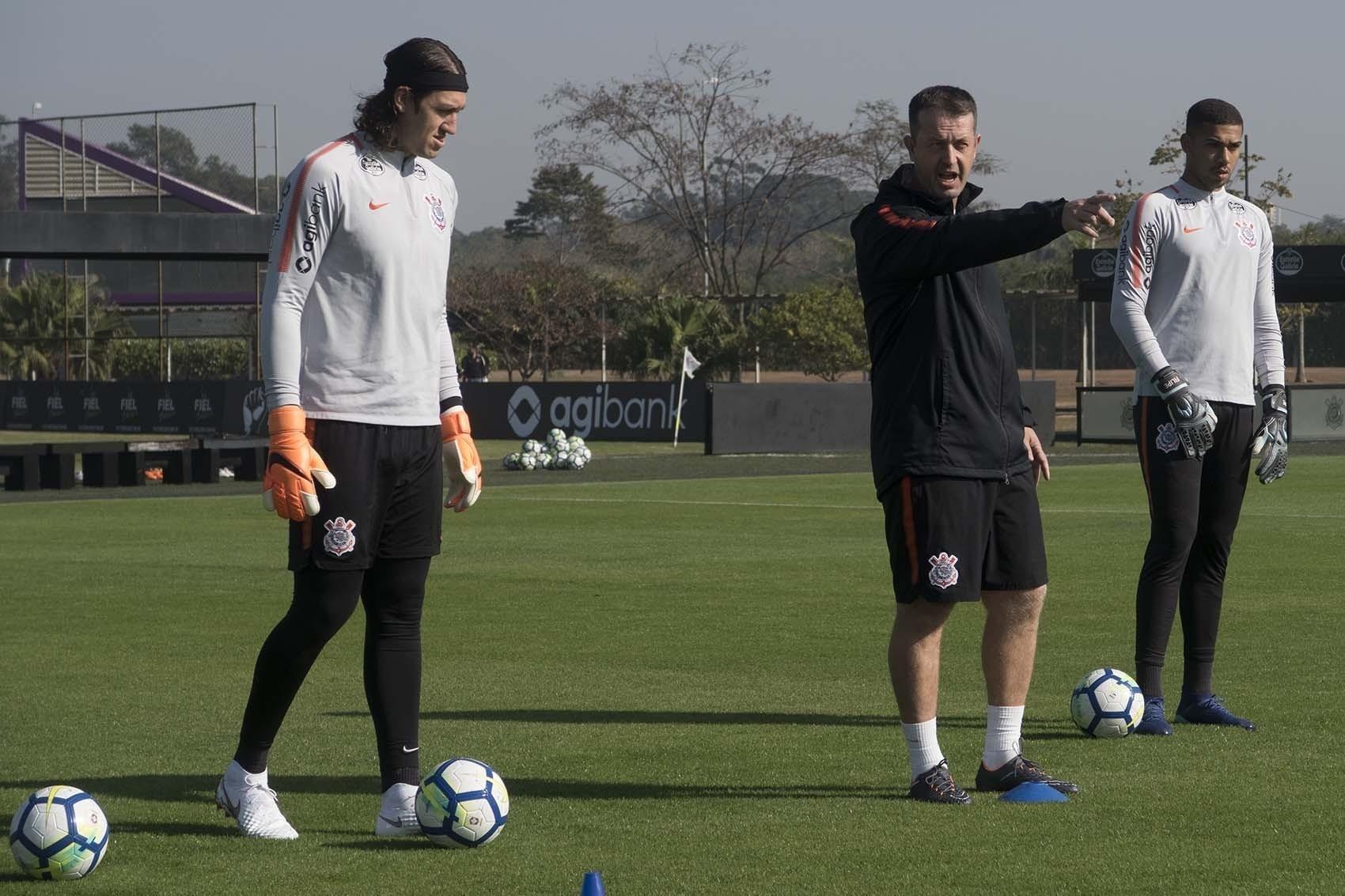 Da comissão técnica ao time titular  o que mudou no Corinthians em 1 mês -  Esporte - BOL f04abcded41d5