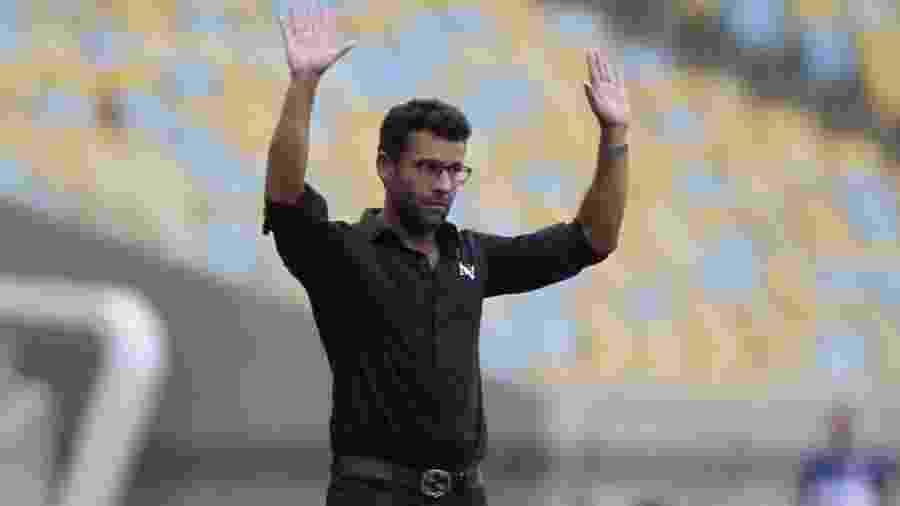 Técnico Alberto Valentim dá orientações ao time do Vasco - Paulo Sérgio/Agência Futpress