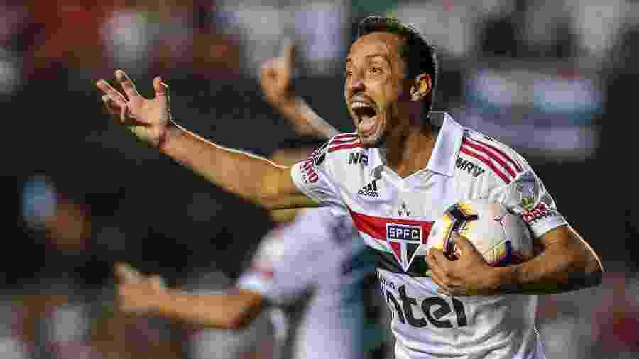 Nenê reclama durante jogo do São Paulo contra o Talleres; jogador deve trocar o clube pelo Fluminense - Ale Cabral/AGIF