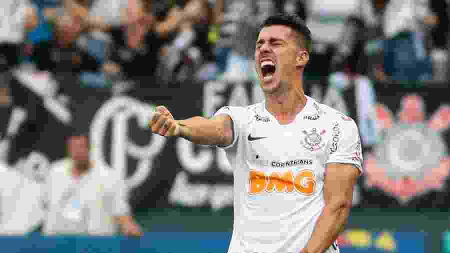 Danilo Avelar comemora gol do Corinthians sobre o São Paulo - Marcello Zambrana/AGIF