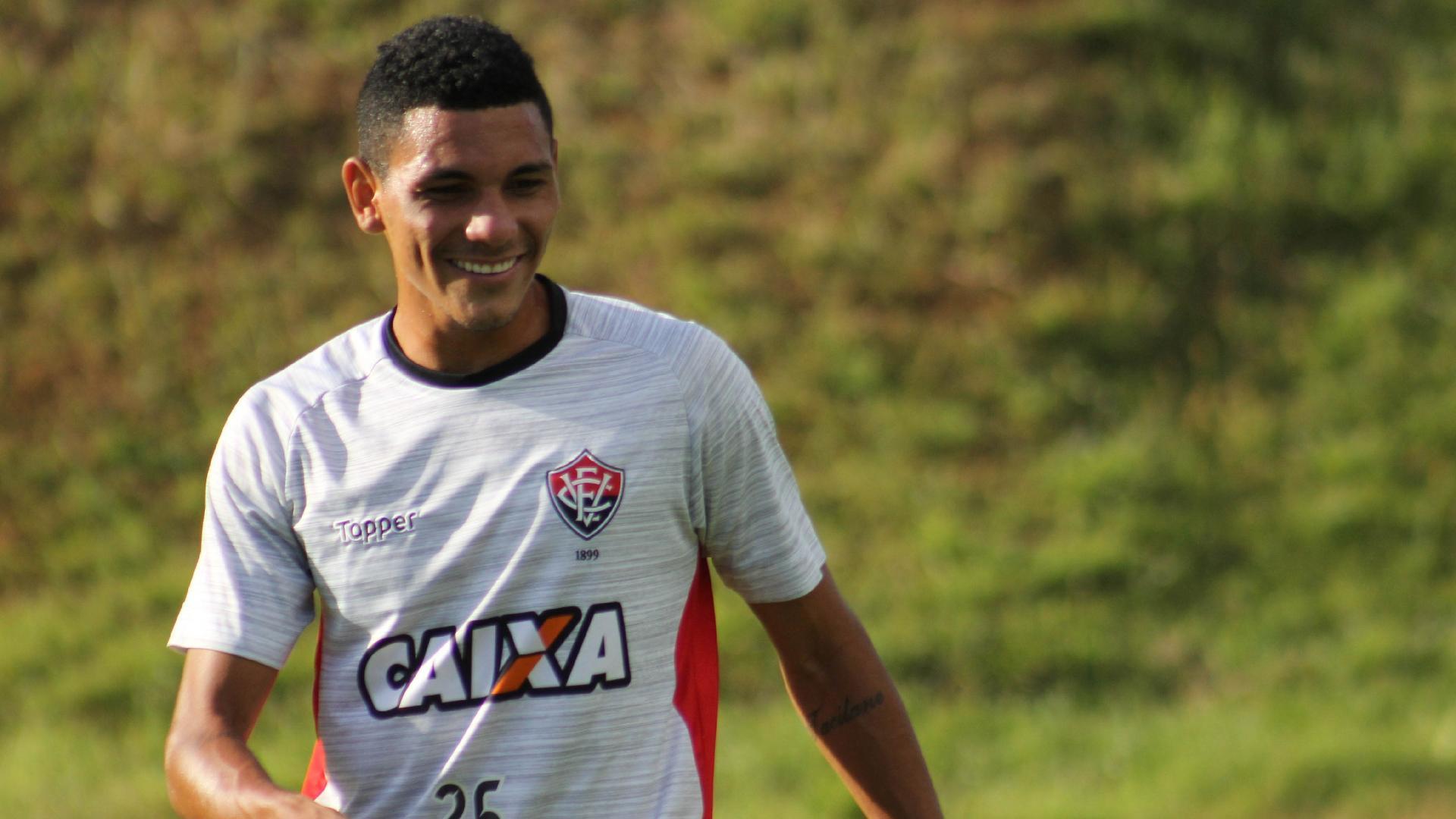 Léo Gomes, volante do Vitória, durante treino