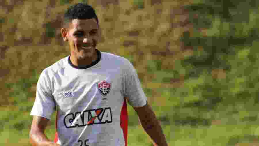 Athletico Paranaense tenta a contratação de Léo Gomes, do Vitória - Maurícia da Matta/E.C. Vitória