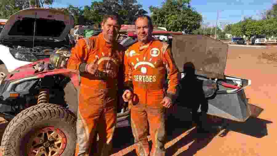 Clayton Conservani (dir.) e o navegador Claudio Rieser durante participação no Rally dos Sertões - Divulgação