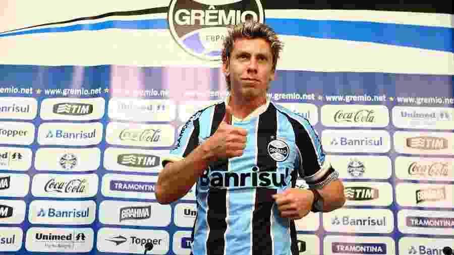 Gabriel Rybar fez cirurgia em 2013 e não jogou mais pelo Grêmio. Desde janeiro está sem contrato - Divulgação/Grêmio FBPA