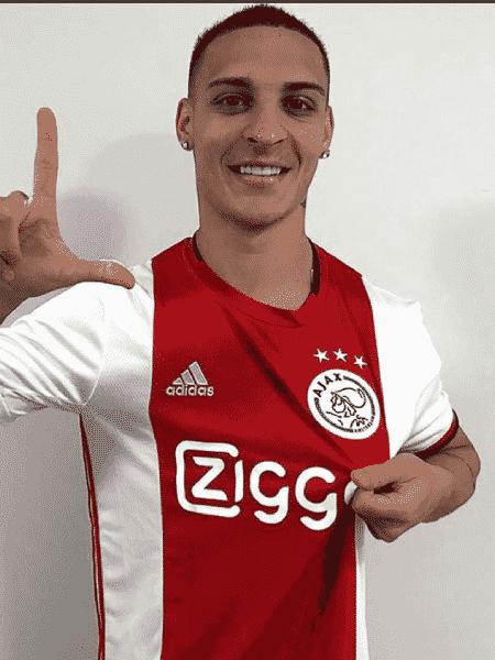 Antony posta foto com a camisa do Ajax - Reprodução/instagram