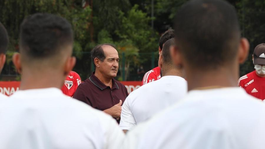 Muricy Ramalho, coordenador técnico do São Paulo, se reúne com o elenco - Rubens Chiri / saopaulofc.net