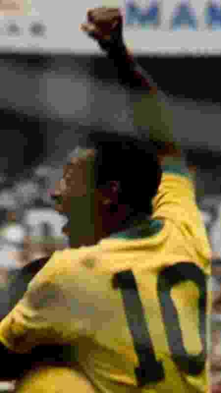 Pelé, de costas, comemora gol da seleção brasileira na Copa do Mundo de 1970 - Divulgação/Netflix - Divulgação/Netflix