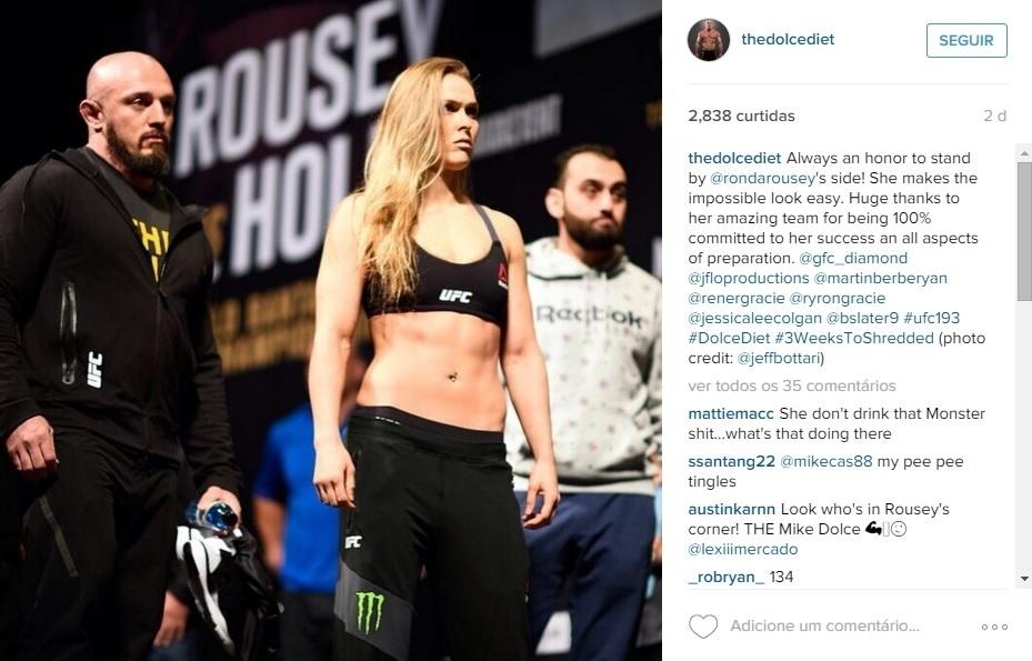 Mike Dolce posa ao lado de Ronda Rousey antes da luta contra Holly Holm