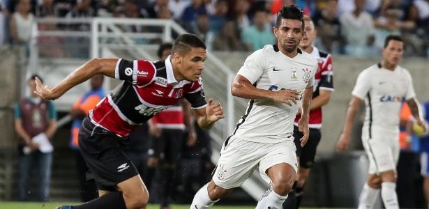 Zagueiro Neris (à esq.), durante a partida entre Corinthians e Santa Cruz. Será reforço do Inter