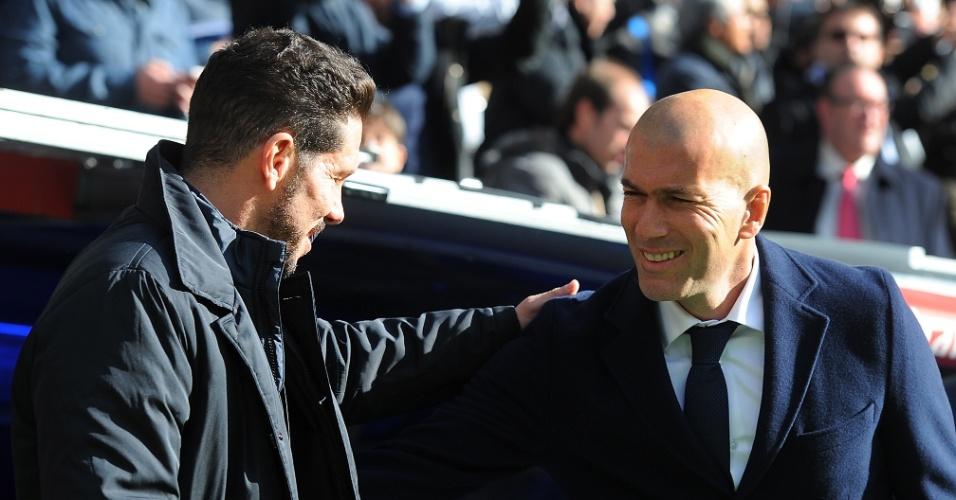 Diego Simeone, técnico do Atlético de Madri, e Zinedine Zidane, do Real Madrid