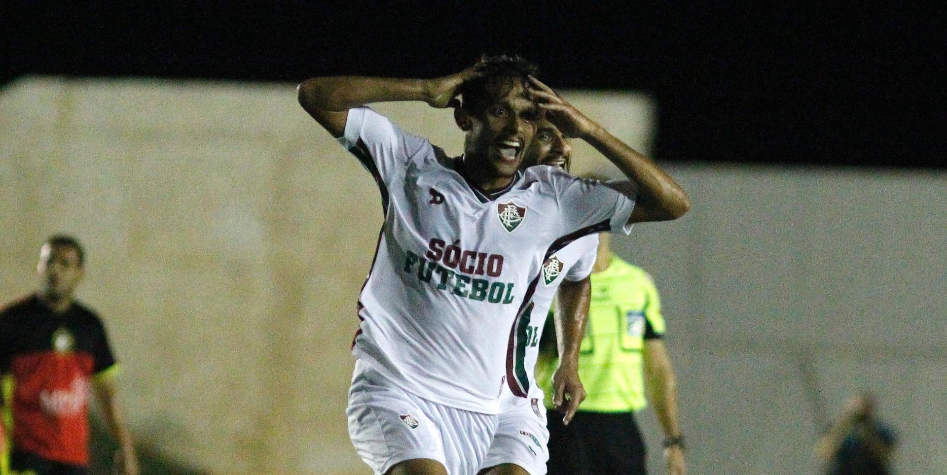 Gustavo Scarpa comemora após marcar um golaço para o Fluminense contra o Globo-RN
