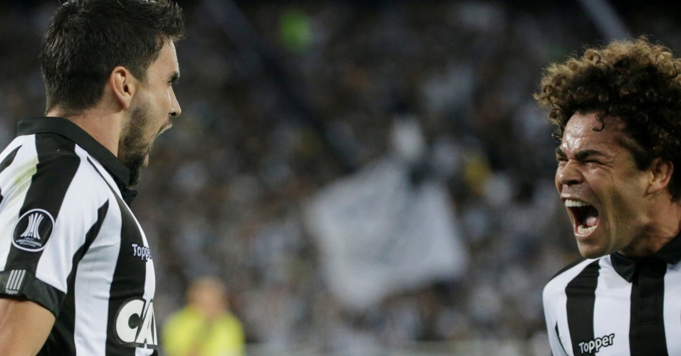 Rodrigo Pimpão e Camilo comemoram gol do Botafogo diante do Atlético Nacional pela Copa Libertadores 2017