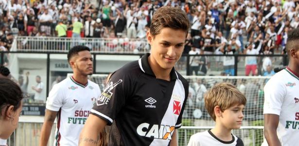 Mateus Pet tem apenas 19 anos e pegou a vaga e a camisa de Nenê no Vasco