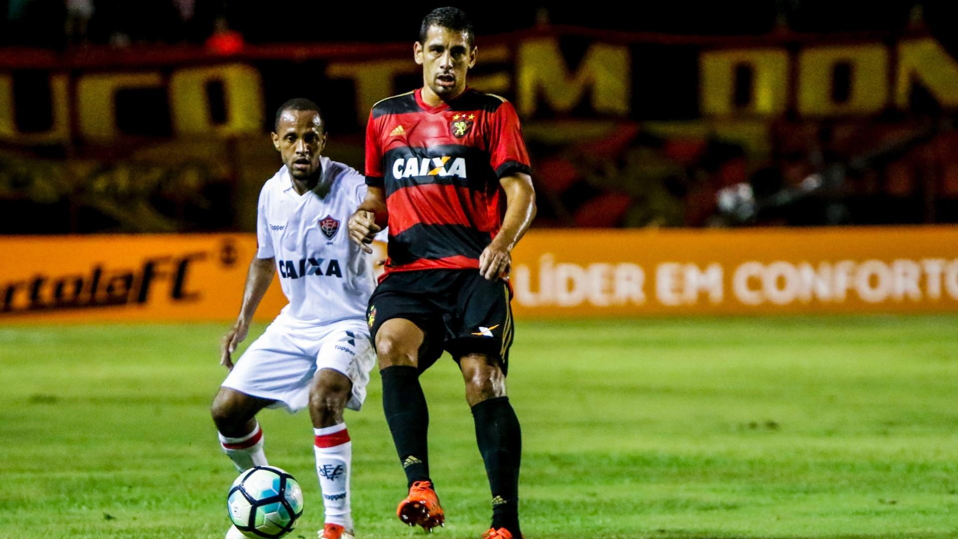 Diego Souza e Leandro Salino durante o jogo entre Sport e Vitória