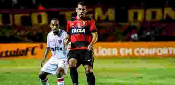 Diego Souza e Leandro Salino durante o jogo entre Sport e Vitória - Clélio Tomaz/AGIF - Clélio Tomaz/AGIF