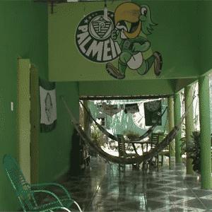 Não, esta casa não fica em São Paulo. Cada canto da residência do palmeirense Francisco Maciel, de Maracanaú-CE, tem uma referência ao time do coração - Reprodução/SBT