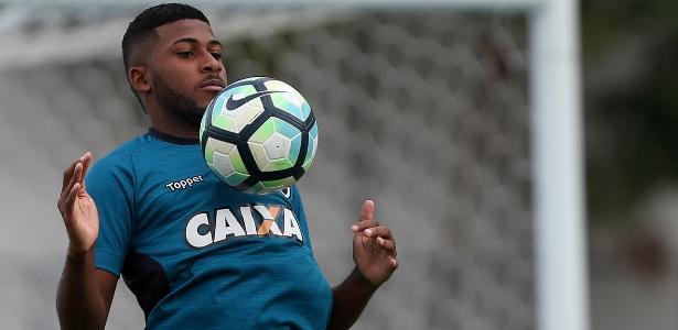 Emerson Santos ganha R$ 10 mil no Botafogo e interessa a Corinthians e Palmeiras