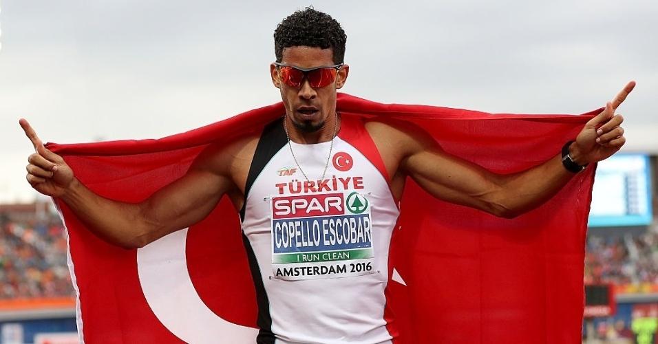Yasmani Copello, cubano que compete pela Turquia, celebra vitória em meeting na Holanda