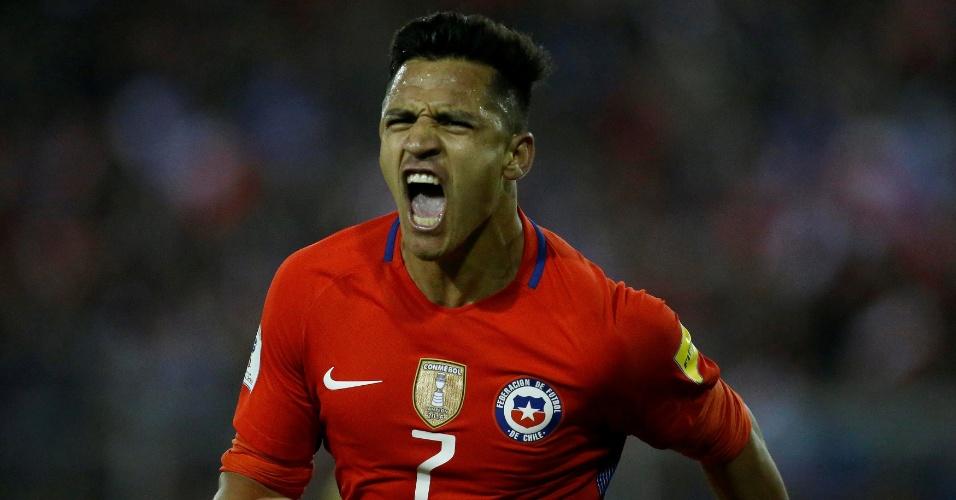 Alexis Sánchez comemora o gol da vitória do Chile contra o Equador