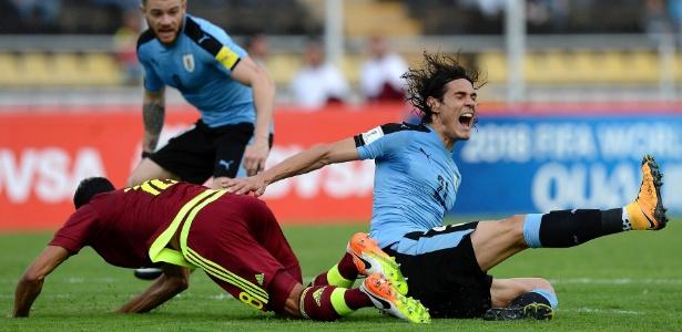 Cavani está com a seleção uruguaia para a disputa das Eliminatórias para a Copa