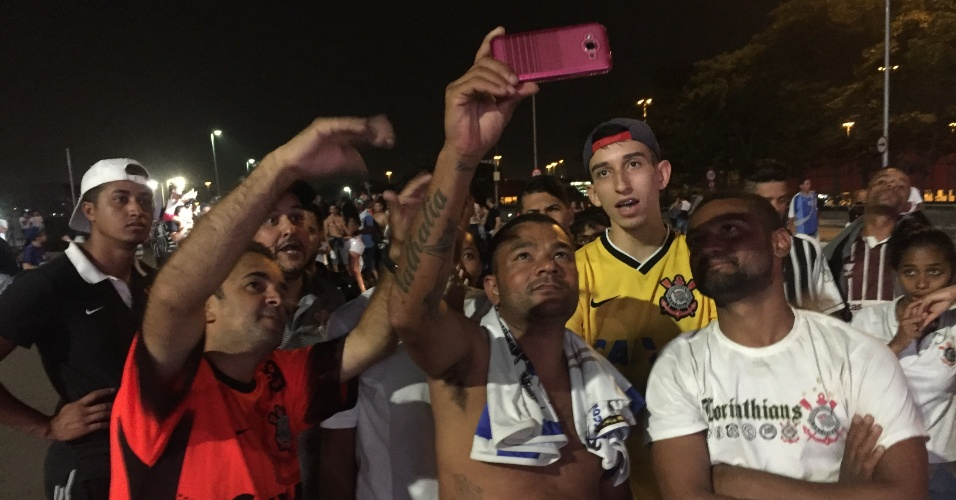 Reginaldo foi ao estádio do Corinthians mesmo sem ingresso e viu jogo do celular