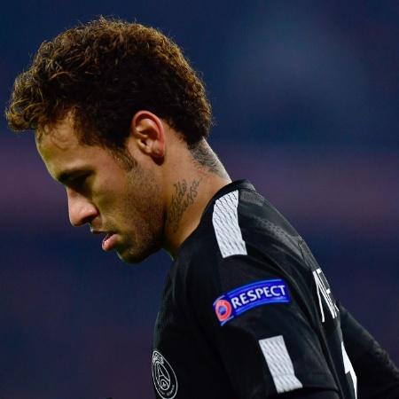 Neymar lamenta chance perdida no jogo entre Bayern e PSG - Tobias Schwarz/AFP