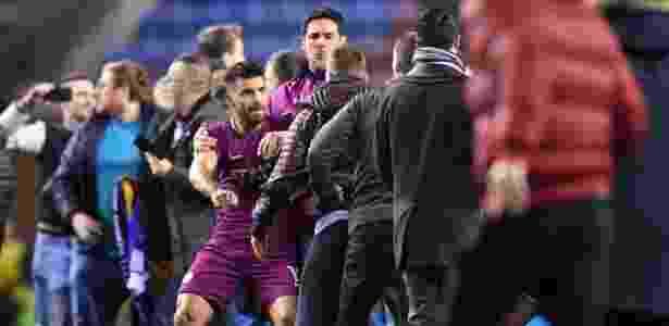 Vitória sobre o Manchester City terminou com confusão provocada por torcida do Wigan - Gareth Copley/Getty Images